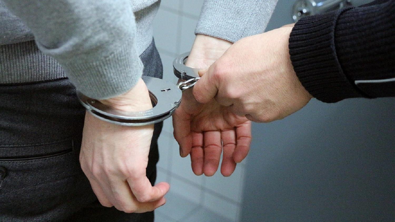 полиция наручники арест