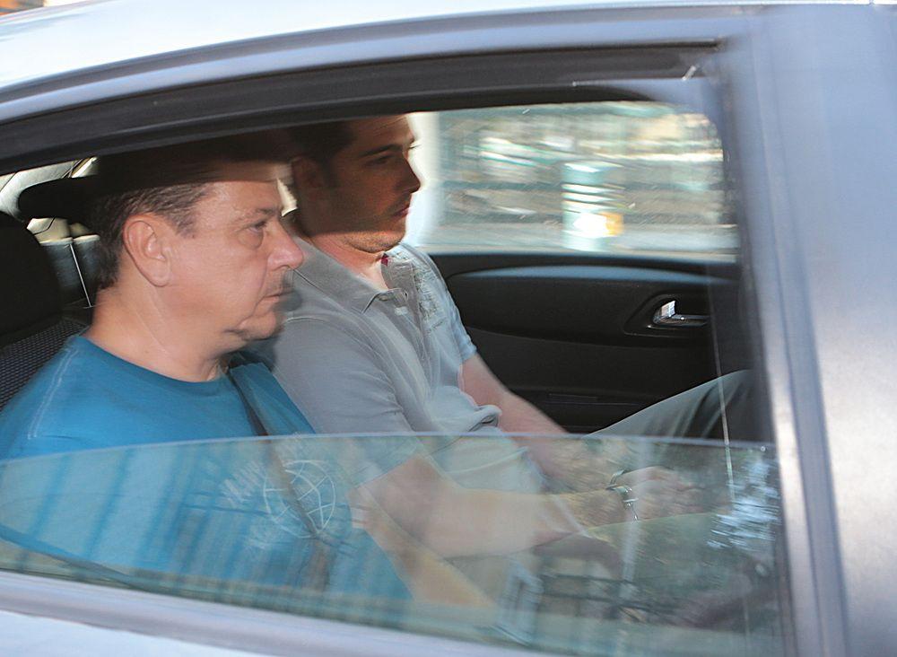 O Αριστείδης Φλώρος (Δ) μεταφέρεται από τα Δικαστήρια της π Σχολής Ευελπίδων αφού οδηγήθηκε στον Στον εισαγγελέα εκτέλεσης ποινών , Σάββατο 1 Σεπτεμβρίου 2018. Συνελήφθη χθες το βράδυ, από τη Διεύθυνση Ασφάλειας Αττικής, με παραγγελία του Συμβουλίου Εφετών Ευβοίας, ο Αριστείδης Φλώρος, που είχε καταδικαστεί για το σκάνδαλο της Energa και ο οποίος αποφυλακίστηκε για λόγους υγείας. ΑΠΕ-ΜΠΕ/ΑΠΕ-ΜΠΕ/Παντελής Σαίτας
