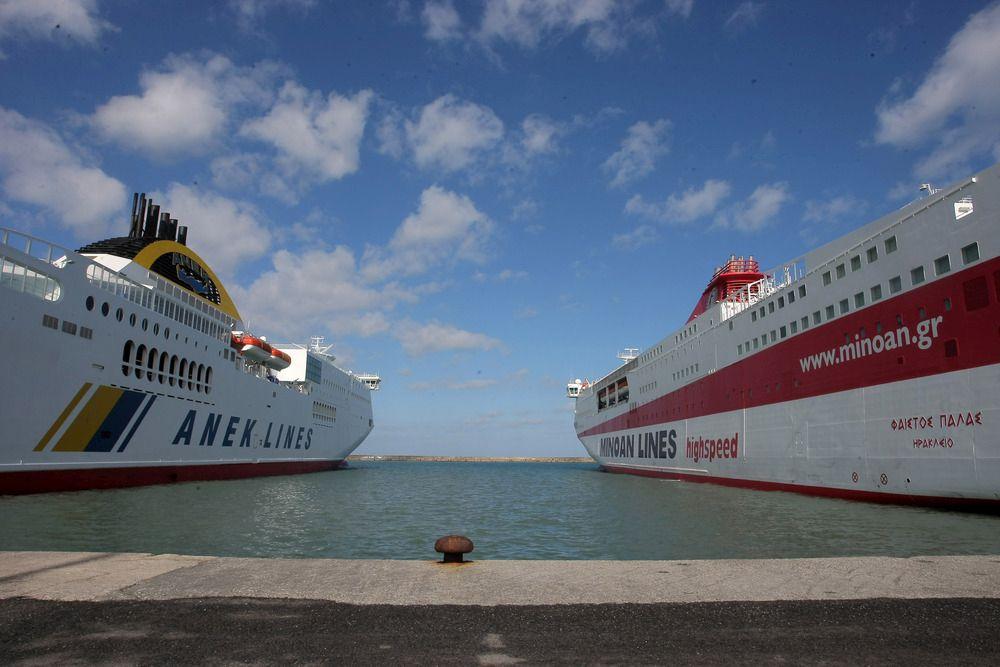 Δεμένα παραμένουν τα πλοία στο λιμάνι του Ηρακλείου. Συνεχίζεται για δεύτερη ημέρα η απεργία της ΠΝΟ με αποτέλεσμα να παραμένουν καθηλωμένα τα πλοία και στο λιμάνι του Ηρακλείου, Παρασκευή 1 Φεβρουαρίου 2013. ΑΠΕ-ΜΠΕ/ΑΠΕ-ΜΠΕ/ΣΤΕΦΑΝΟΣ ΡΑΠΑΝΗΣ